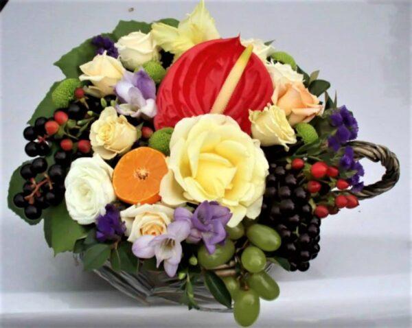цветы, букет, плетеная чашка, цветы и фрукты