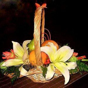 цветы, букеты, корзинка с цветаит и фруктами