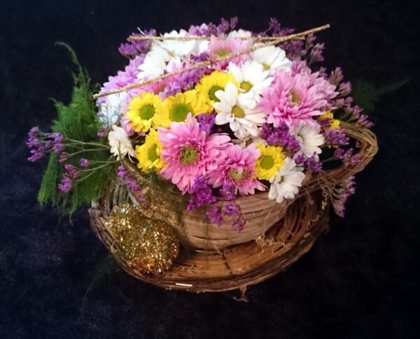 цветы, букет, плетеная кружка, цветы в кружке