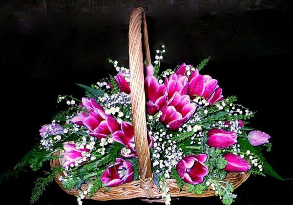 корзина цветов, тюльпаны